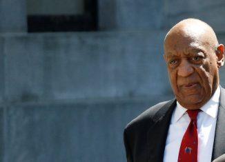 Bill Cosby em imagem de 2018, quando deixou julgamento no qual foi considerado culpado de abuso sexual — Foto: Brendan McDermid/Reuters