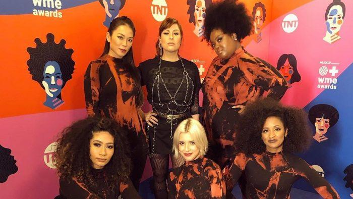 Pitty se apresenta no Women's Music Event Awards 2019 antes de vencer duas categorias — Foto: Reprodução/Instagram