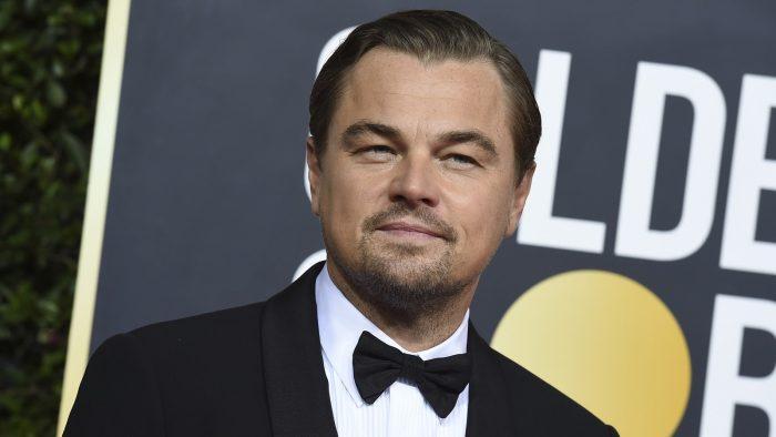 Leonardo DiCaprio posa no tapete vermelho do Globo de Ouro 2020 — Foto: Jordan Strauss/A