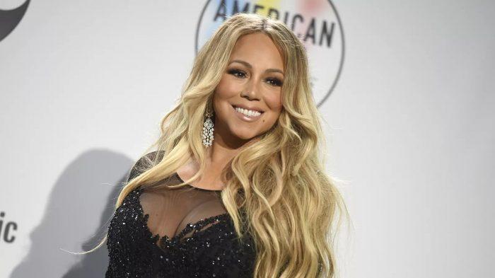 Mariah Carey posa para fotos no American Music Awards 2018 — Foto: Jordan Strauss/Invision/AP