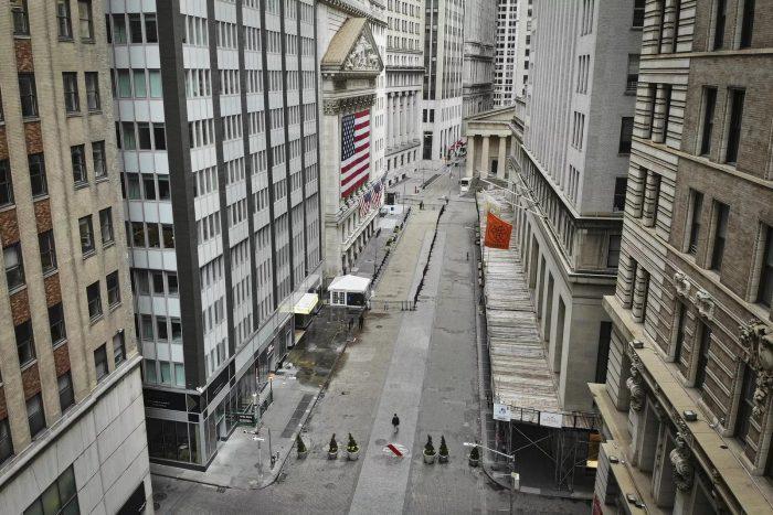 Rua vazia em Nova York, nos Estados Unidos — Foto: John Minchillo/AP Photo