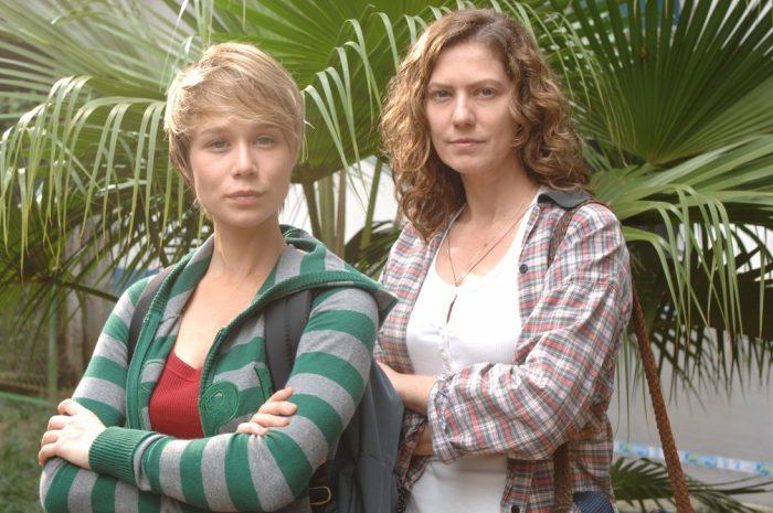 Flora (Patrícia Pillar) e Lara (Mariana Ximenes) em cena de 'A Favorita' — Foto: Globo/ Zé Paulo Cardeal