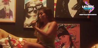 Anitta na live 'Latinos unidos', feita na noite de sábado, 23 de maio — Foto: Reprodução / Vídeo