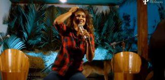 Paula Fernandes faz live — Foto: Reprodução/YouTub
