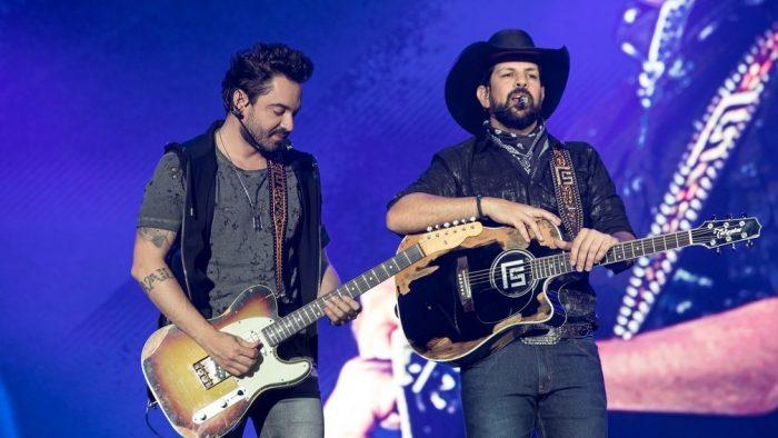 Fernando & Sorocaba durante show em Barretos em 2019 — Foto: Ricardo Nasi / G1