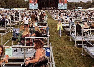 Público se dividiu em 'cercas' em novo festival na Inglaterra — Foto: Divulgação / Virgin Money Unity Arena / David Wala