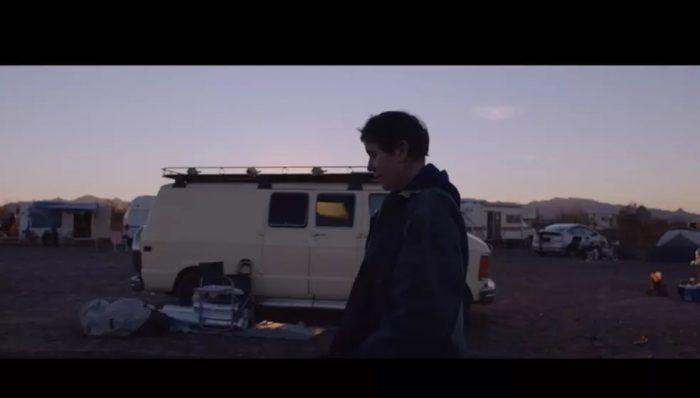 Filme 'Nomadland' mostra uma comunidade de moradores de vans que atravessa o oeste dos Estados Unidos — Foto: Reprodução / Internet
