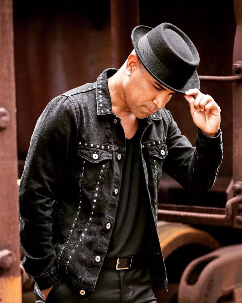 Fernando Pires, vocalista Só Pra Contrariar — Foto: Reprodução/Instagram