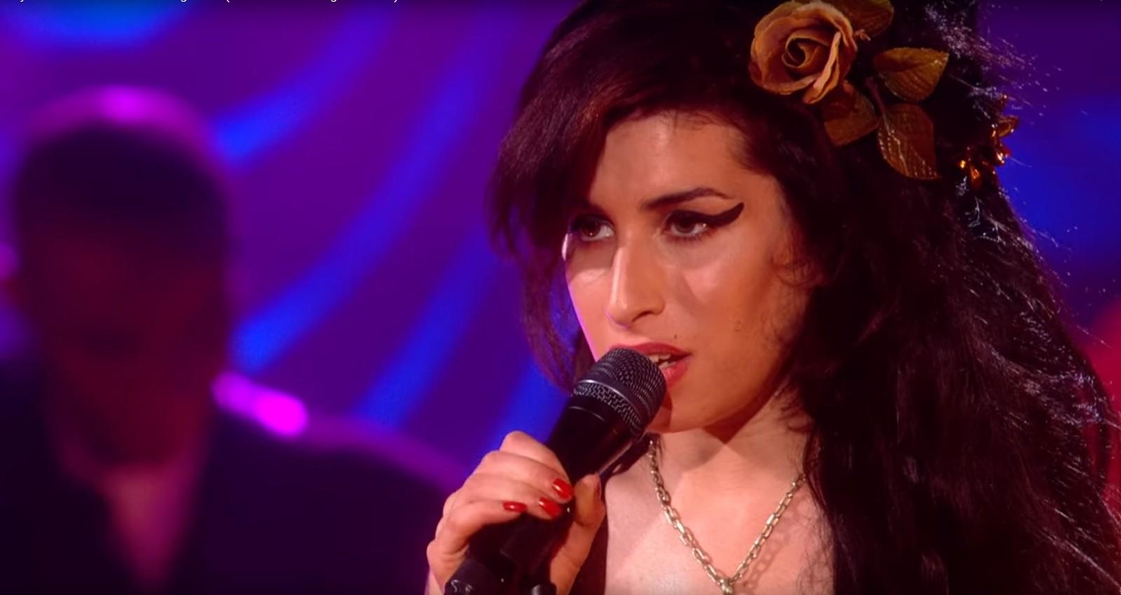 Amy Winehouse Nua vídeo inédito de amy winehouse cantando em show privado em